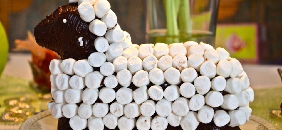 Osterlamm mit Marshmallowfell