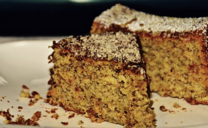 Apfel-Möhren-Kuchen mit Mandeln