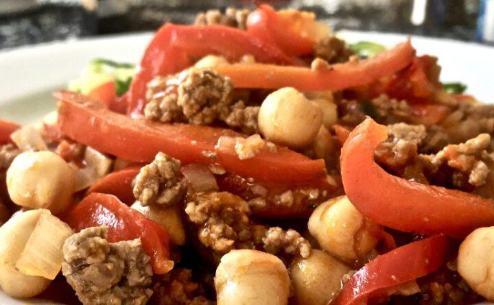 Kichererbsen-Hackpfanne mit Zucchini-Nudeln