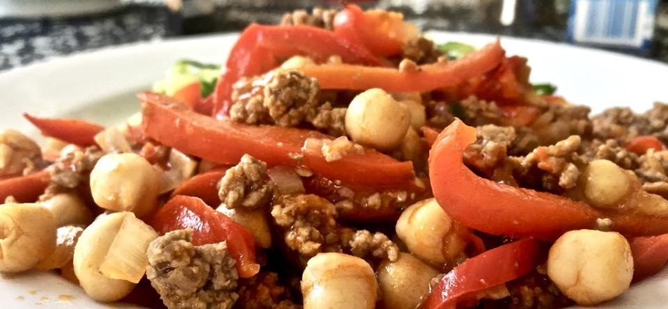 Kichererbsen-Hack-Pfanne mit Zucchini-Nudeln