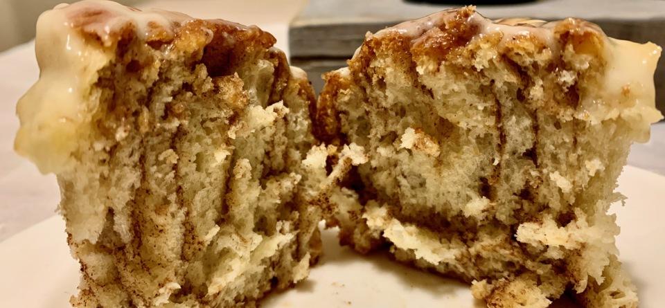 Zimtschnecken mit Frischkäseguss/Cinnamon Rolls