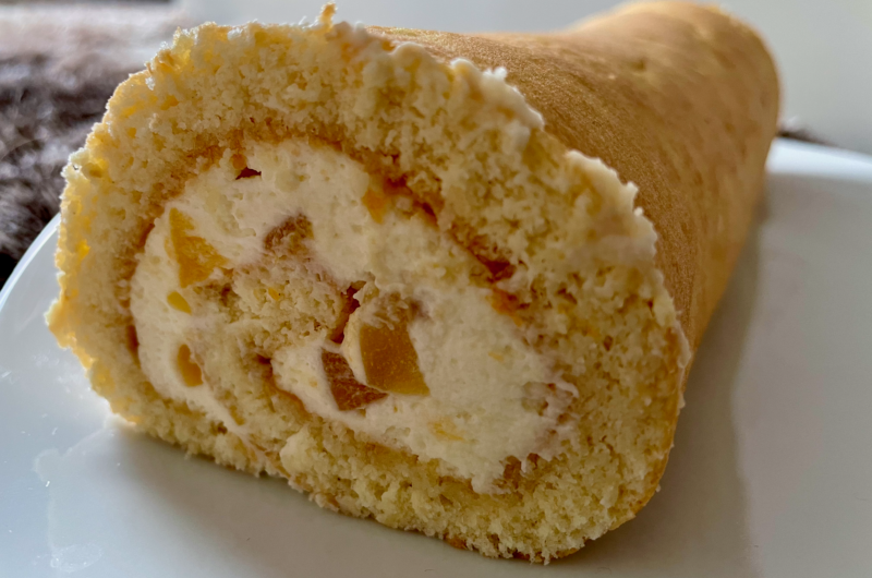 Biskuitrolle mit Mascarpone-Aprikosen-Füllung